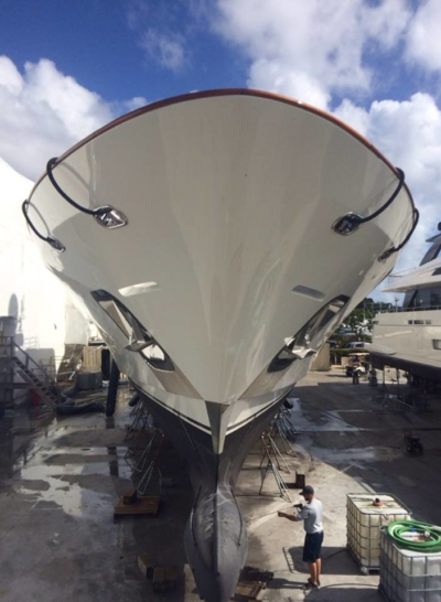 hull-yacht