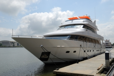 luxury-yacht-silver