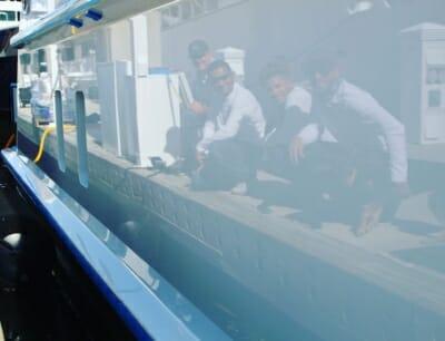crew-reflection-yacht