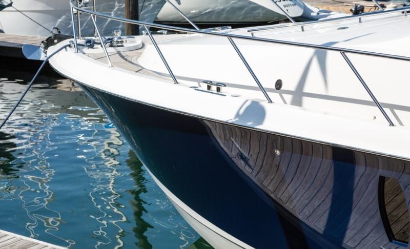 glossy-finish-yacht